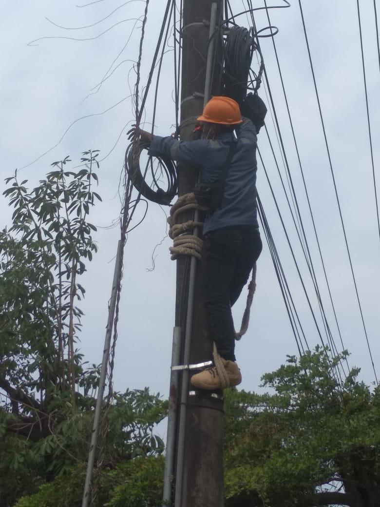 Bright PLN Batam Lakukan Pemutusan Kabel TV Kabel Yang ...